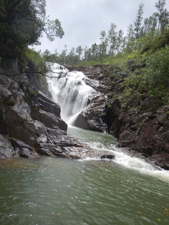 Blancaneaux Lodge: Hike from the resort to Big Rock Falls
