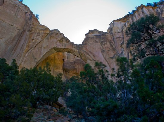La Ventana Natural Arch: Sun atop the bluffs and arch below
