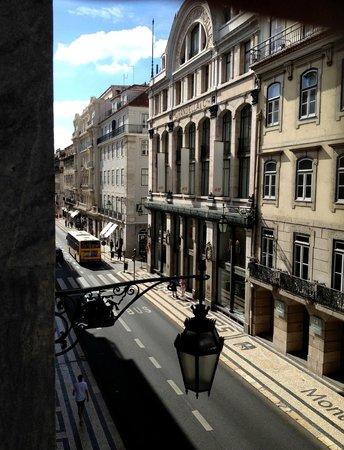 Golden Tram 242 Lisbonne Hostel: Aussicht aus dem Fenster