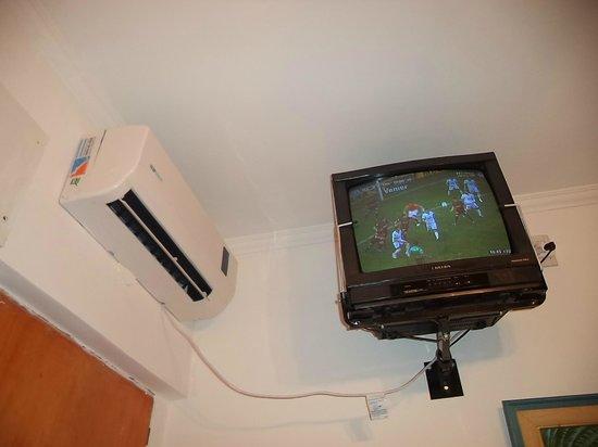 Arraial Hotel : Aire acondicionado y TV