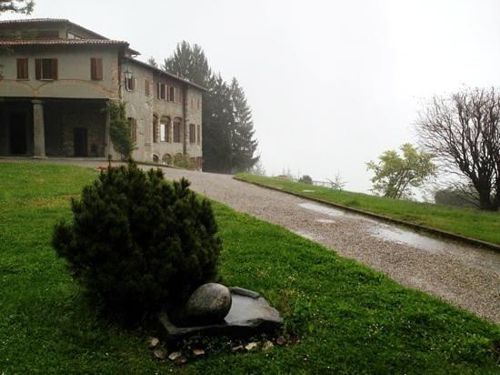 Eremo San Salvatore: Viale di ingresso