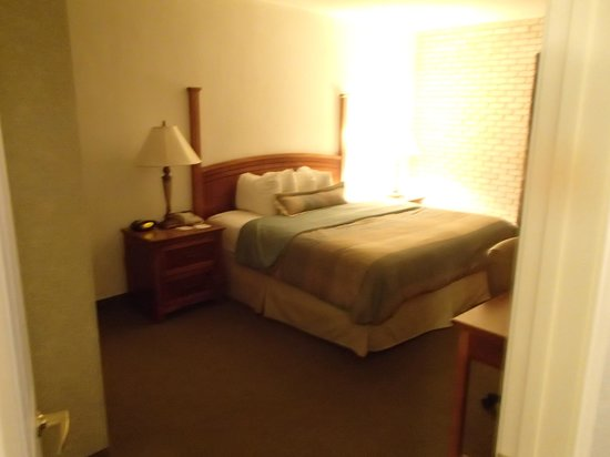 Staybridge Suites San Antonio - Airport: master bedroom