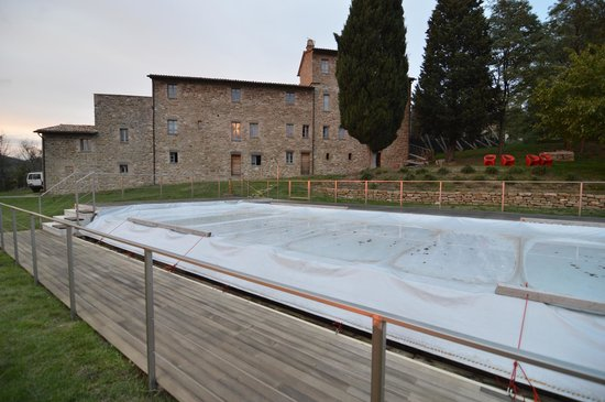 Podere Morico Agriturismo Country House: pool in the winter