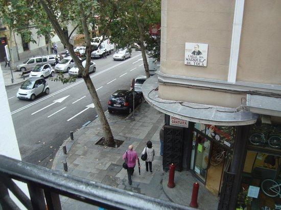 Hostal Barrera: Looking onto Calle Atocha