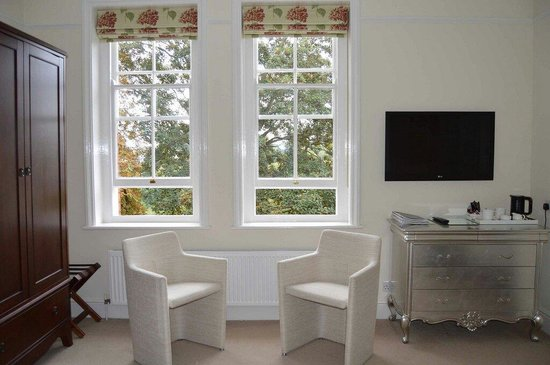 Hambrook House: Room 9 seating area
