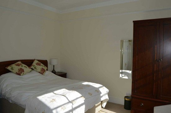 Hambrook House: Room 9 bed