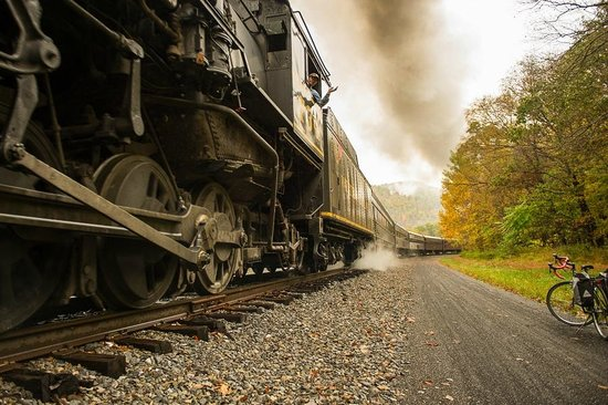 Gunter Hotel: Steam locomotive chugging up to Frostburg