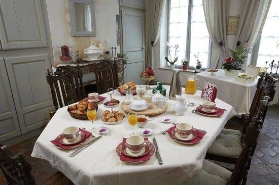 Tillieres-sur-Avre, Prancis: Plaisir des chambres d'hôtes : un petit déjeuner copieux et gourmand