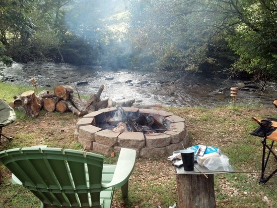 Avenair Mtn Cabin Rentals : the view from the hot tub!