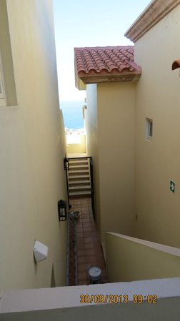 Montecristo Estates Pueblo Bonito : Anyone can use this side staircase to get to the pool or the hotub!