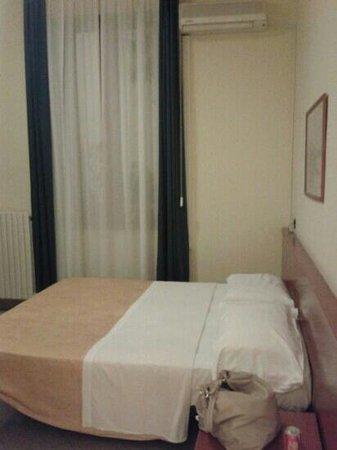 Greco Hotel: Bett