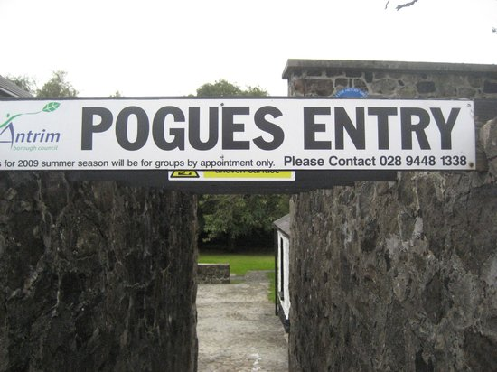 Pogue's Entry Historical Cottage: Sign