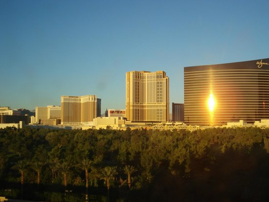 Renaissance Las Vegas Hotel: Sunrise reflected- view from Room 624