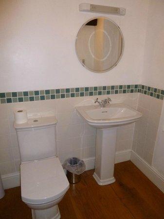 The Ivy House: bathroom