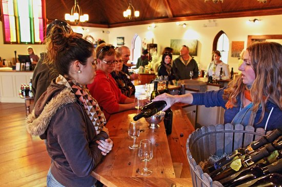 Avondale Sky Winery: Wine tasting at Avondale Sky