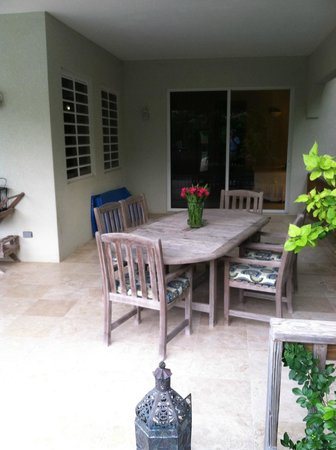 Meads Bay Beach Villas: Outdoor Dining Villa 3