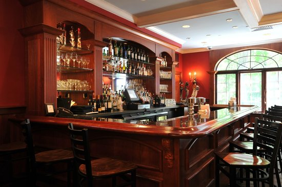 Avon Old Farms Hotel: Tap Room Bar