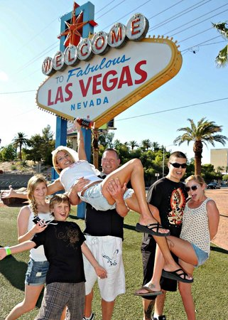 Welcome To Fabulous Las Vegas Sign The Wedding Wagon Renewal