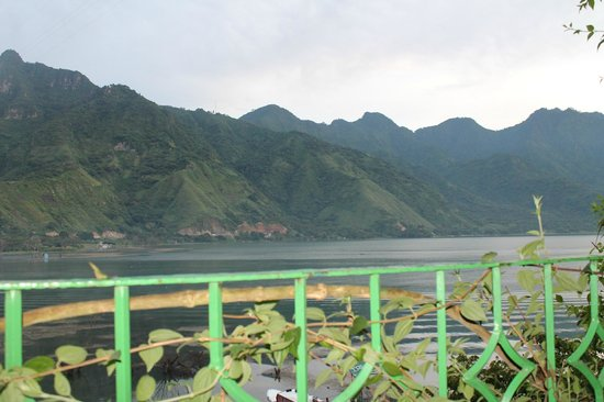 Eco Hotel Uxlabil Atitlan: Muy bonito ver amanecer