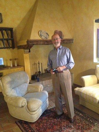 Casolare di Libbiano: Sitting area adjacent to our suite