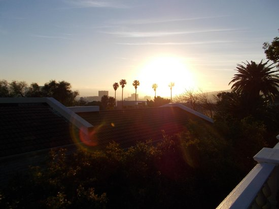 Trevoyan Guest House: Sunrise as seen from the roof