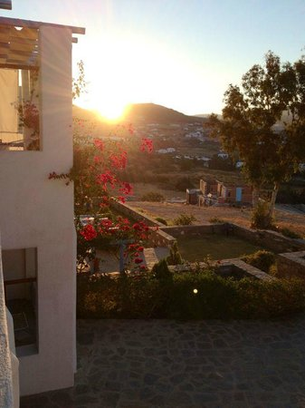 Paros Paradise Apartments: il panorama dalla camera alle prime ore del mattino
