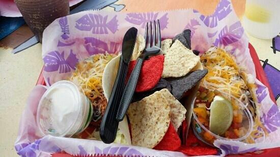 Fish Tales Bar & Grill: mahi fish tacos
