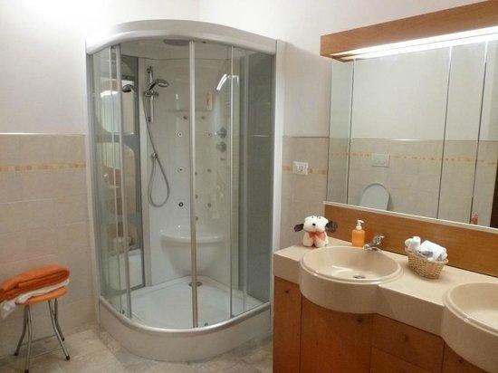 Suite rubino cabina idromassaggio picture of bed for Primo hotel in cabina