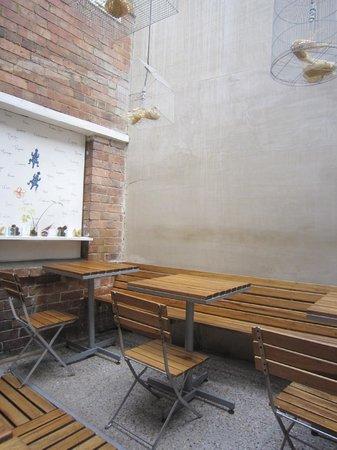 Mini Mal : Patio sitting area (covered)