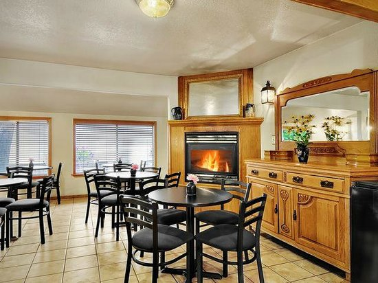 The Coachman Inn & Suites: Breakfast Room