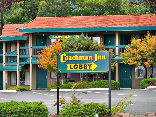 The Coachman Inn & Suites: Lobby Entrance