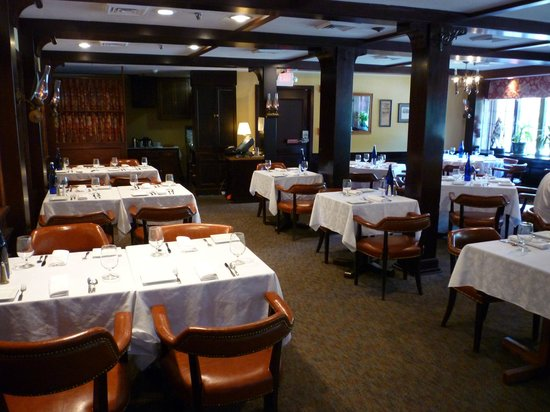 The Colonial Inn: Formal contemporary dining