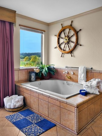 The Coachman Inn & Suites: Honeymoon Jacuzzi