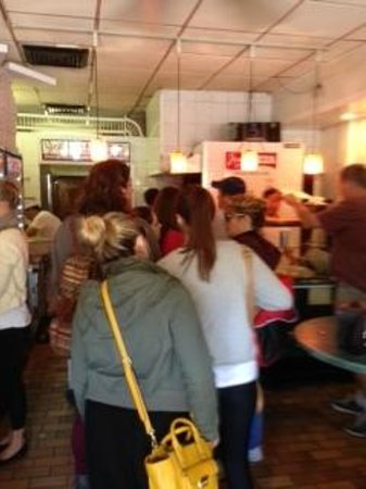 Joe's Pizza - Carmine St : Enter the Queue