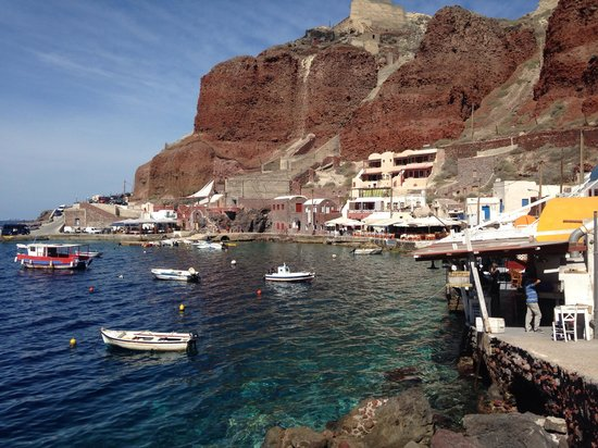 Art Maisons Luxury Santorini Hotels Aspaki & Oia Castle: Just below our room - amazing restaurants in Amoudi
