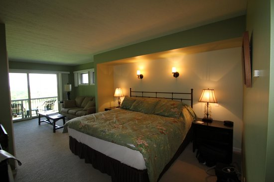 The Inn at Chateau Grand Traverse: Our room