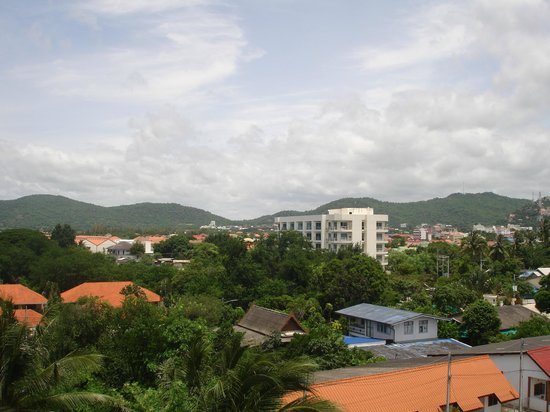Cordial Serviced Apartments: Mountain side 6th floor view from room
