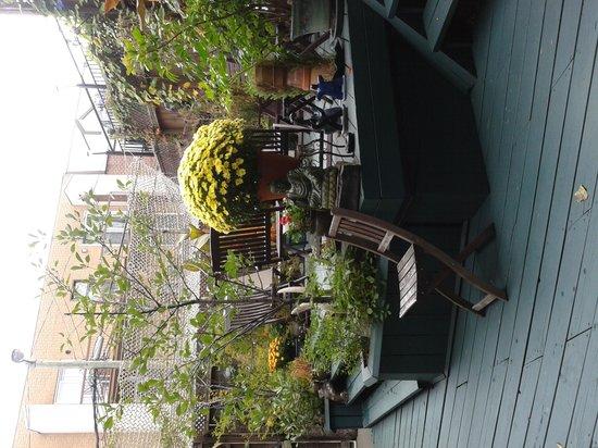 La Loggia Art & Breakfast : giardino interno