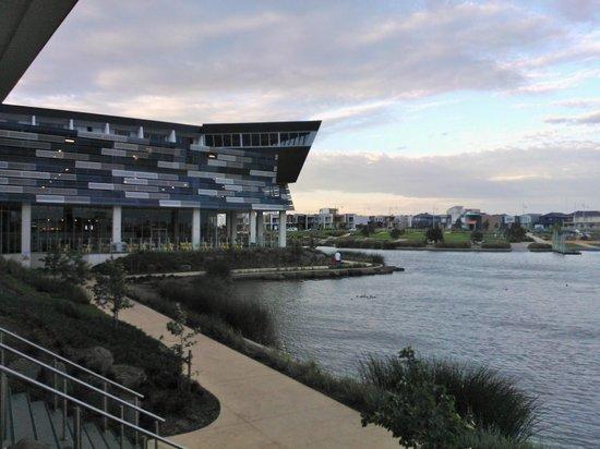 Mercure Melbourne Caroline Springs: Lake Caroline and Hotel