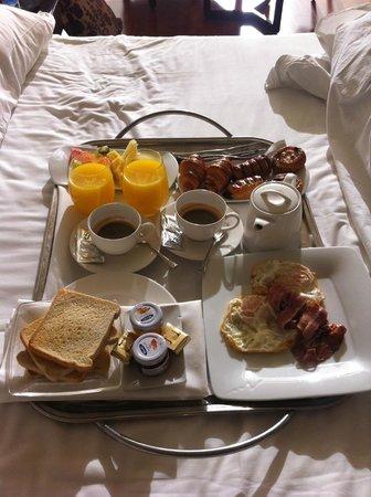 Finca Prats Hotel Golf & Spa: desayuno en la cama