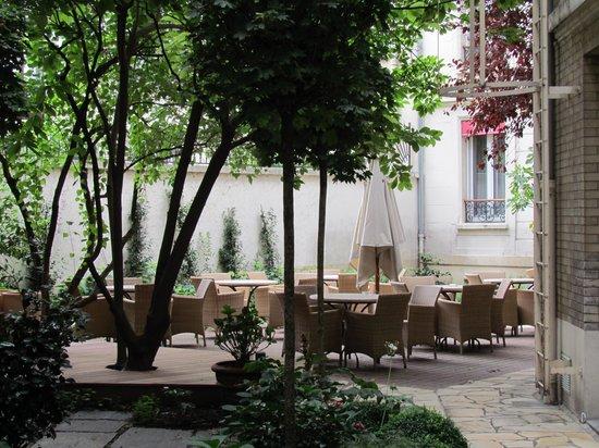 Hotel Magellan: Quaint Courtyard