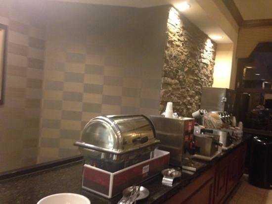 Holiday Inn Express & Suites Blacksburg - University Area: breakfast