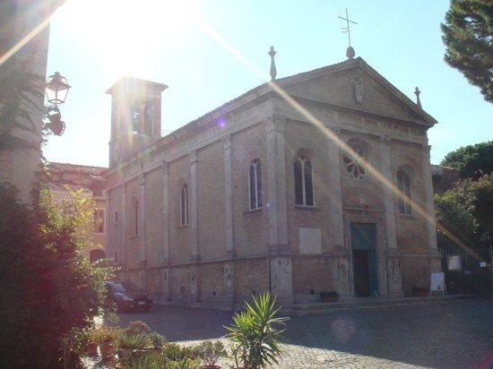Ostia Tours - Ostia Antica Tours: Santa Aurea in Piazza della Rocca, Ostia