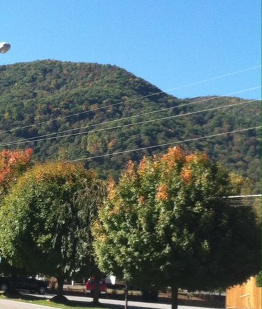 The Maggie Valley Restaurant: Beautiful surroundings while you dine