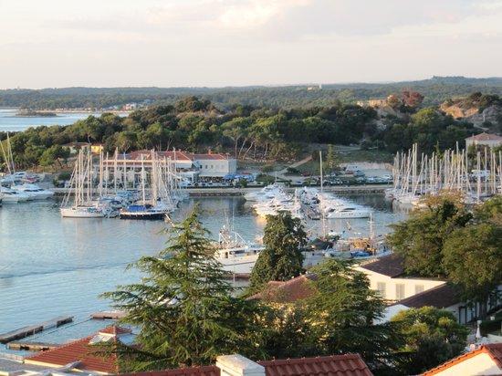 Resort Belvedere: Balkonblick Vrsar mit Hafen