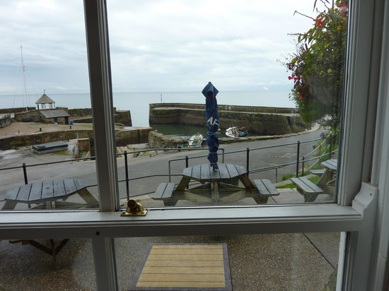 The Pier House Hotel: At breakfast,