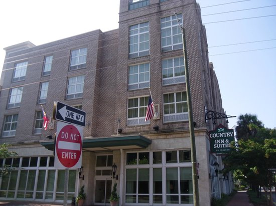 B Historic Savannah: Outside near lobby/entrance