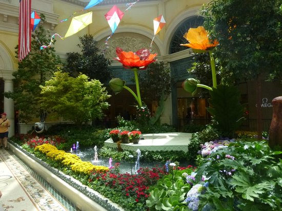 Boat On Water Picture Of Conservatory Botanical Gardens At Bellagio Las Vegas Tripadvisor