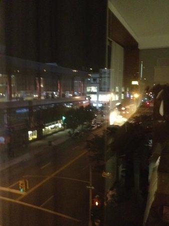 Aloft Harlem : night view