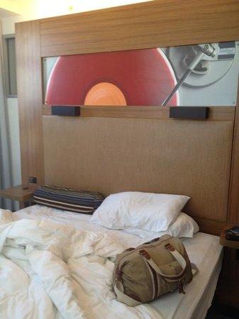 Aloft Harlem: bed